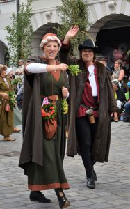 Sabine und Christoph als Bürgerpaar im Festzug der Hochzeit.