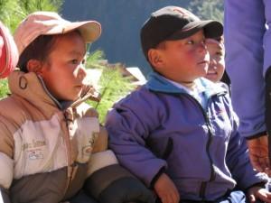 Kinder in der Dorfschule von Monjo