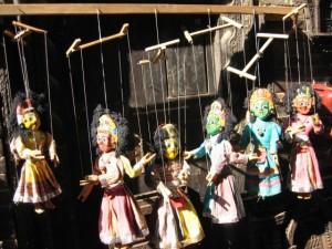 Götter als Marionetten: Souvenirs aus Nepal