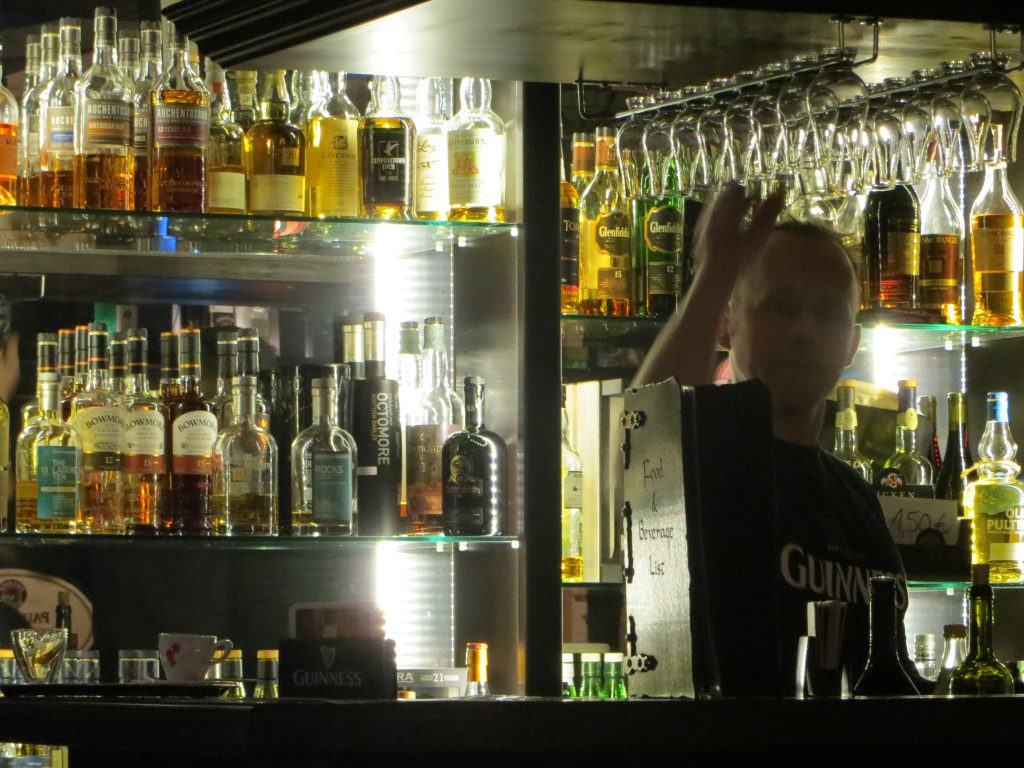 Guter Whisky schimmert wie Gold