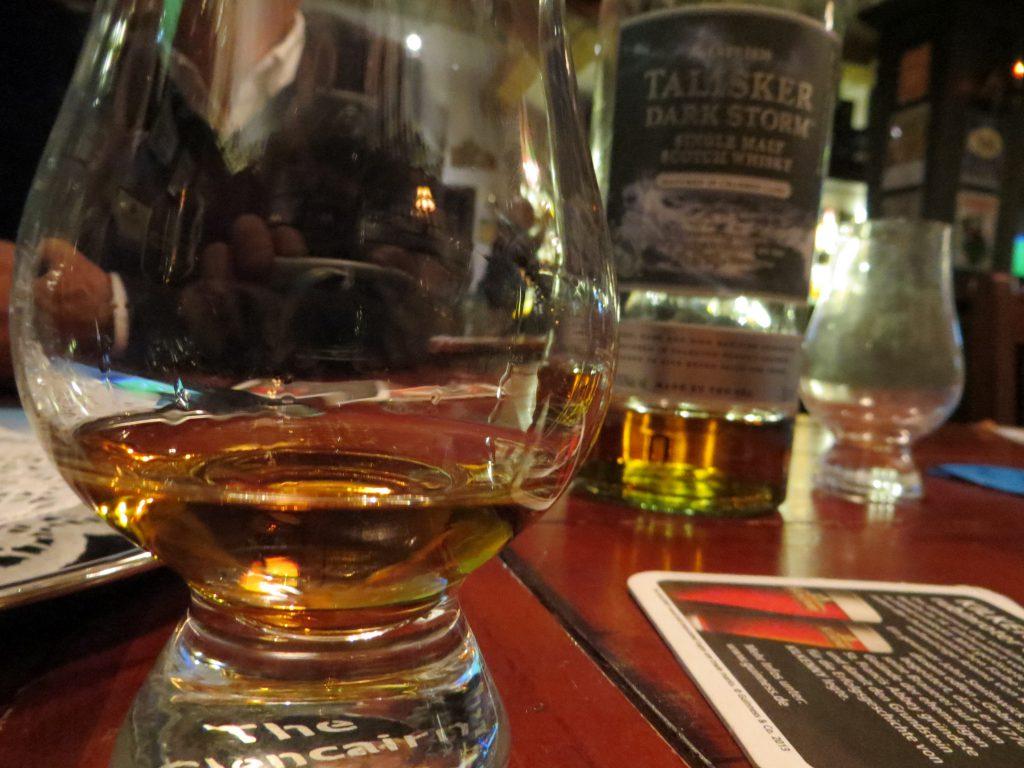 """""""Cheers"""" - auf einen schönen Abend"""