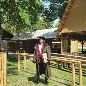 Der Autor im Kostüm des mittelalterlichen Schreibers...